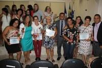 A Presidenta da Câmara Municipal junto com os vereadores Homenageiam as mulheres do município de Carapebus