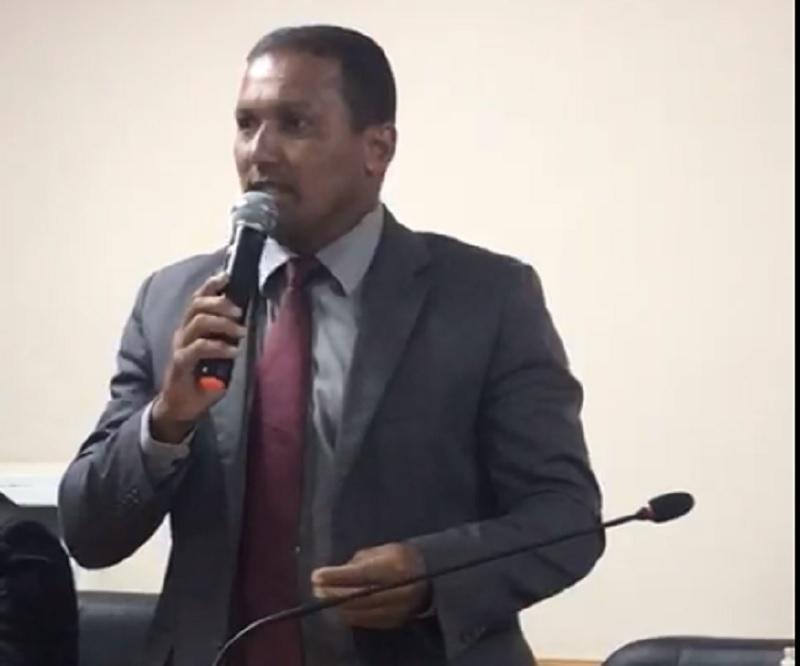 Deuty reclama do encerramento do EJA em Carapebus