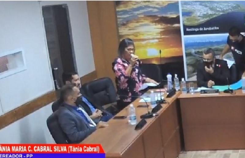 Vereadora Tânia Cabral pede esclarecimentos sobre criação de cargos na Câmara