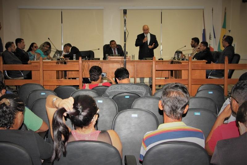 Vereadores instauram comissão para apurar denúncias contra a prefeita